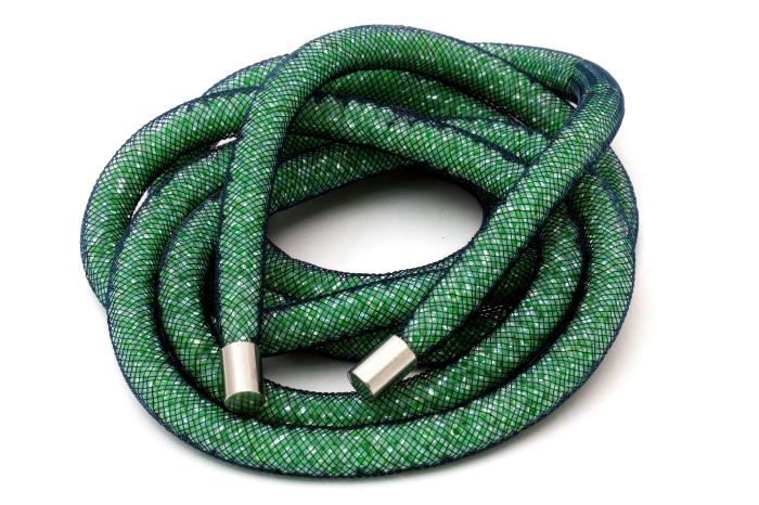 Naszyjnik z siatki jubilerskiej z zakończeniem stalowym - zielony